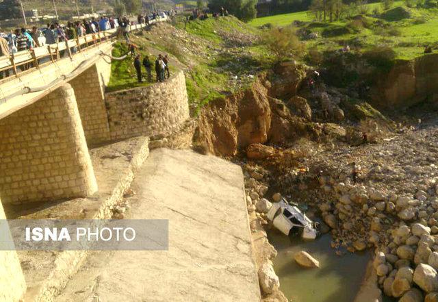 سقوط پراید به زیر پل در چرام