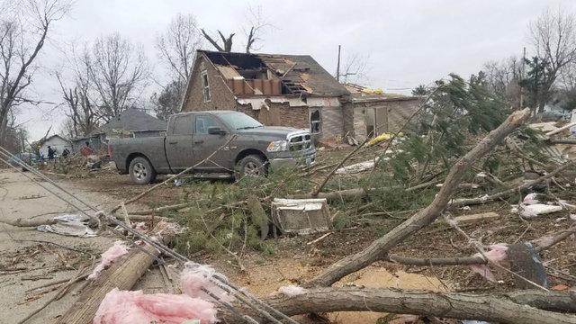 گردباد تند در آمریکا ۲۵ نفر را مصدوم کرد
